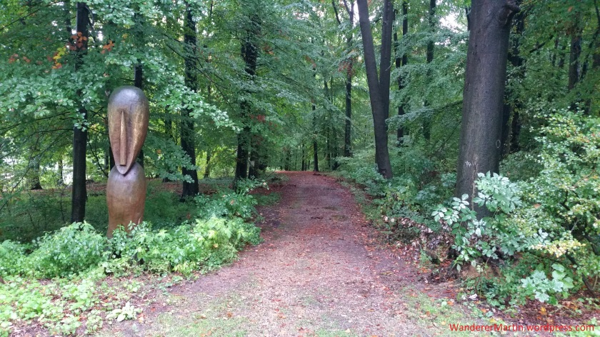 Der Waldeingang wird hier gut bewacht.