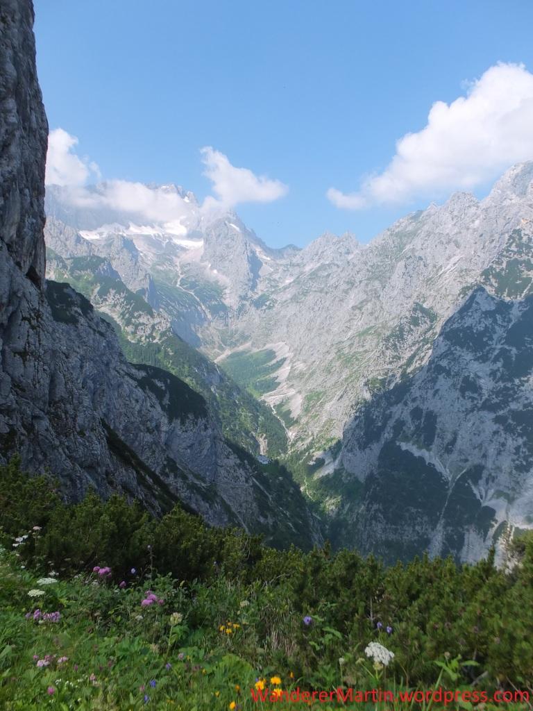 Blick vom Hupfleitenjoch über das Höllental zur Zugspitze
